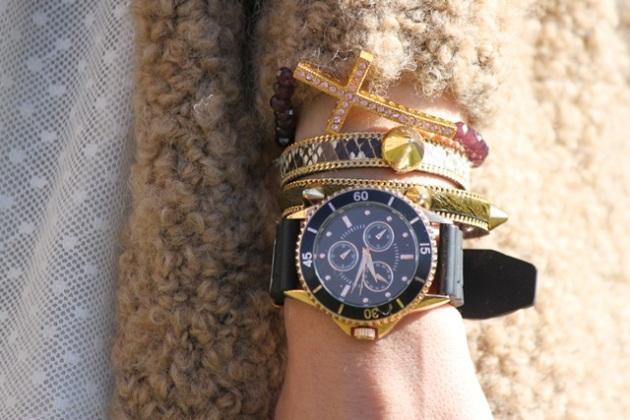 plumeti-dress-whirte-dress-sleepers-cardigan-cinturon-dorado-look-outfit-hoss-intropia-a-trendy-life10